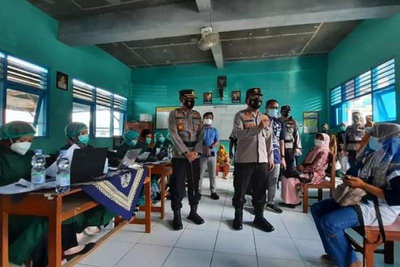Wakapolda DIY meninjau pelaksanaan vaksinasi kader kesehatan di Bantul