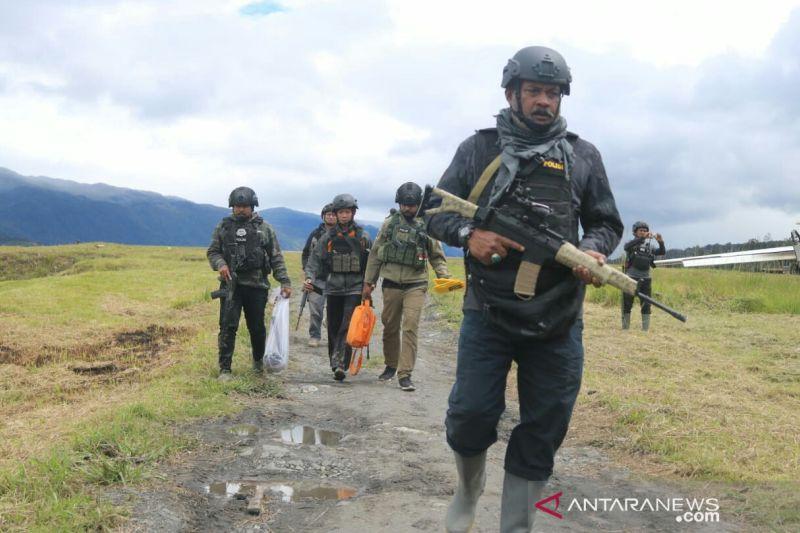 Tiga jam aparat gabungan TNI-Polri kontak tembak dengan KKB di Bandara Ilaga