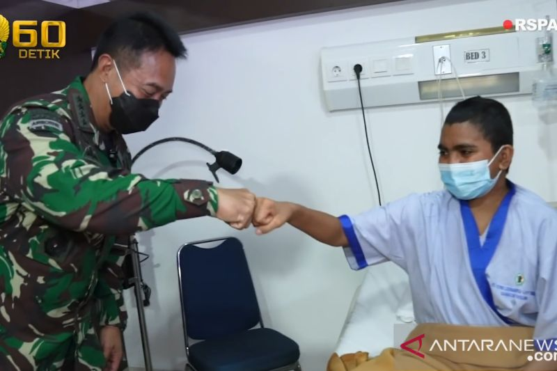 Kasad Andika Perkasa semangati anak prajurit menderita tumor di kepala