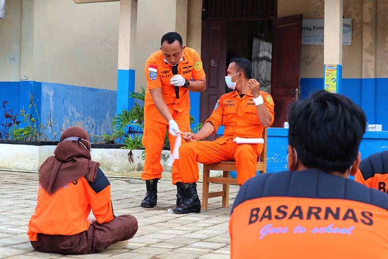 "Basarnas gelar ""SAR Goes to School"" di Kampung Laut Cilacap"