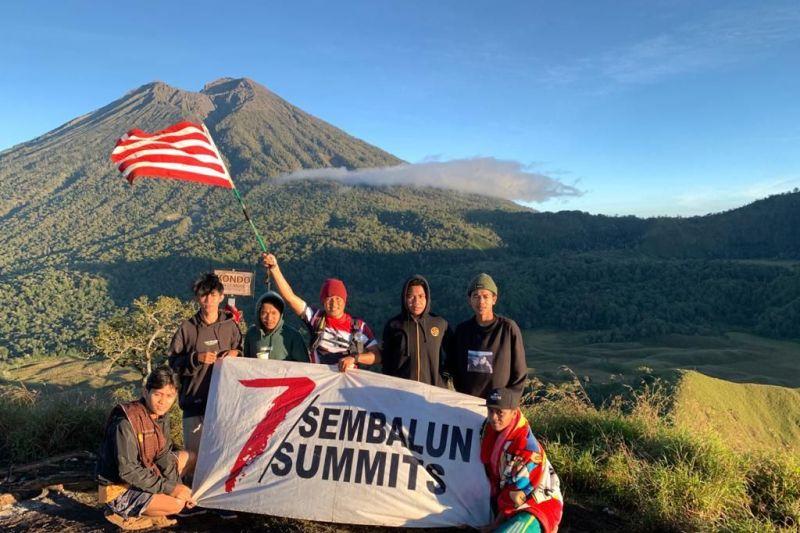 Perwira TNI AL sukses daki tujuh puncak Sembalun selama lima hari