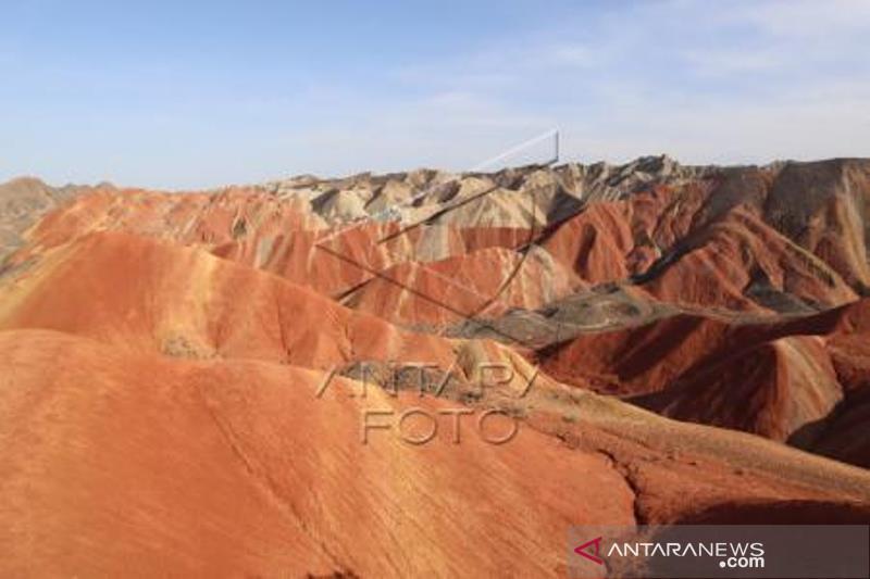 Bukit Warna-Warni Taman Bumi Danxia China