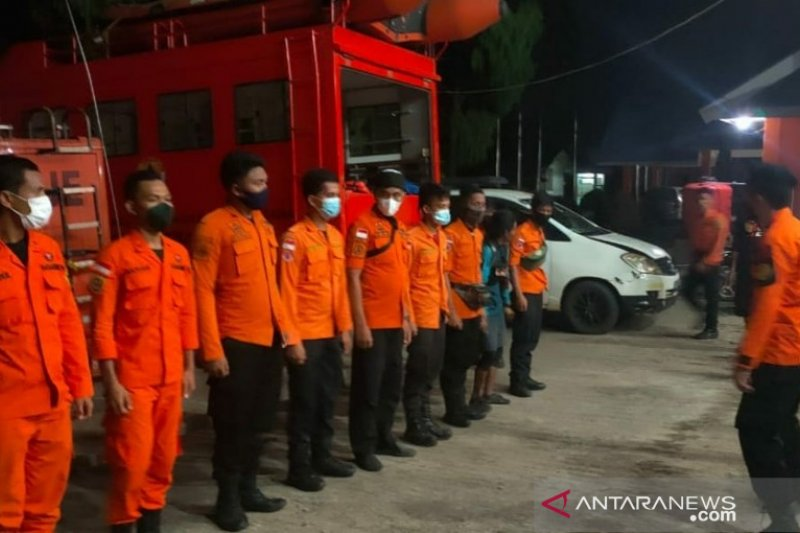 Tim SAR cari dua warga Luwu Timur yang perahunya tebalik di Danau Towuti