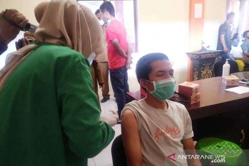 Pedagang pasar tradisional di Payakumbuh mulai ikuti vaksinasi COVID-19