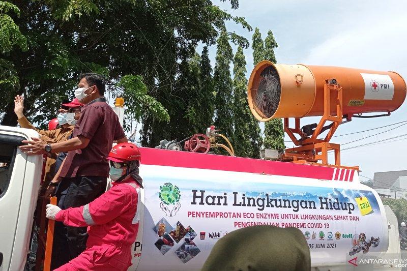 Cairan ini disemprotkan di Padang untuk penanganan COVID-19