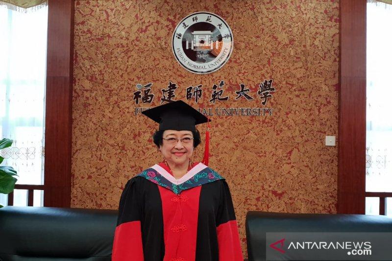Megawati Soekarnoputri terima gelar profesor kehormatan dari Unhan