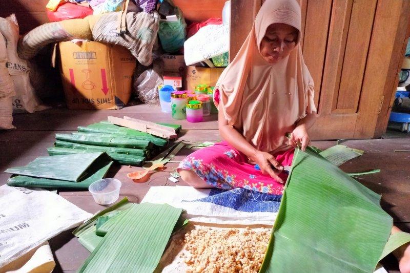 Harga kedelai naik, produsen tempe di Kepulauan Meranti, Riau kurangi produksi
