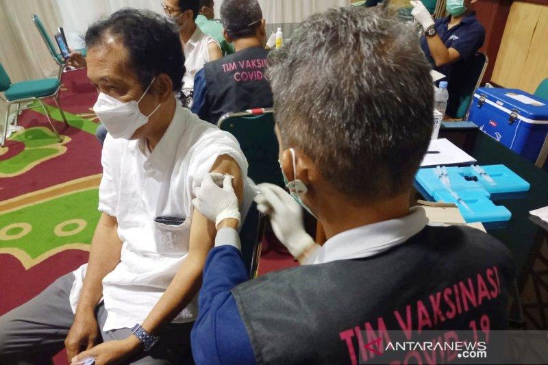 Vaksinasi COVID-19 lansia di Kabupaten Bogor terkendala mobilitas