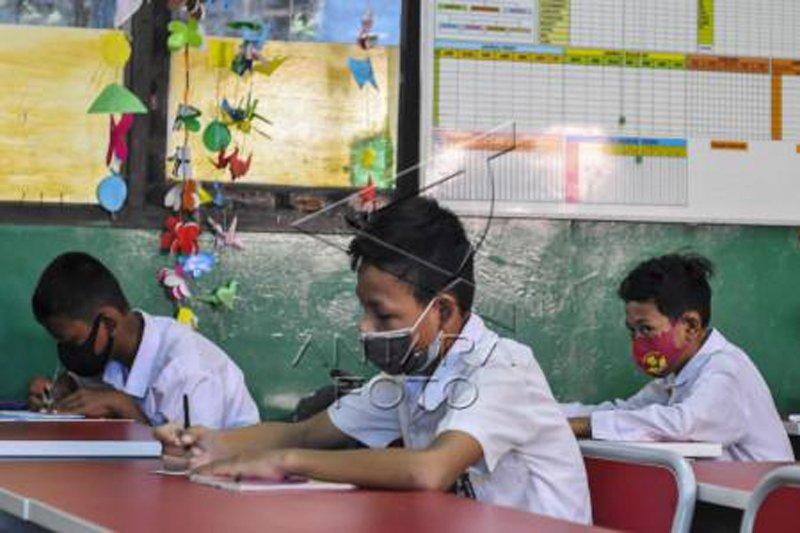 Ujian secara tatap muka di SDN Bekasi