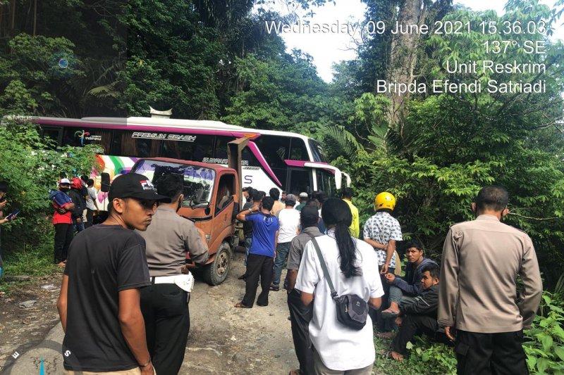 Bus Pariwisata Gracia diamankan di Mapolres Agam, sopir menghilang saat evakuasi