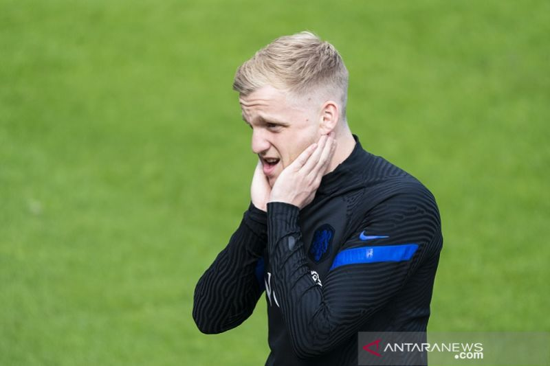 Pelatih Belanda De Boer putuskan tak panggil pemain pengganti Van de Beek yang cedera