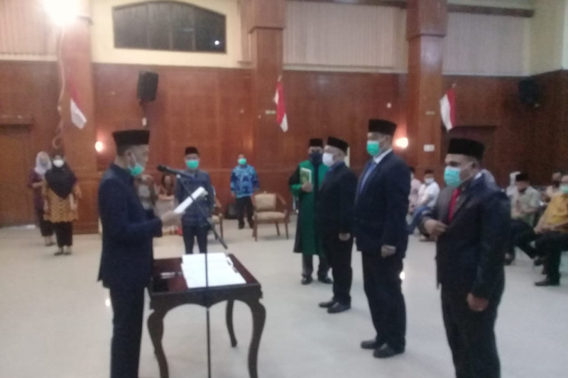 Tiga pimpinan baru Perusda Pelabuhan dilantik, Wako optimis sehat