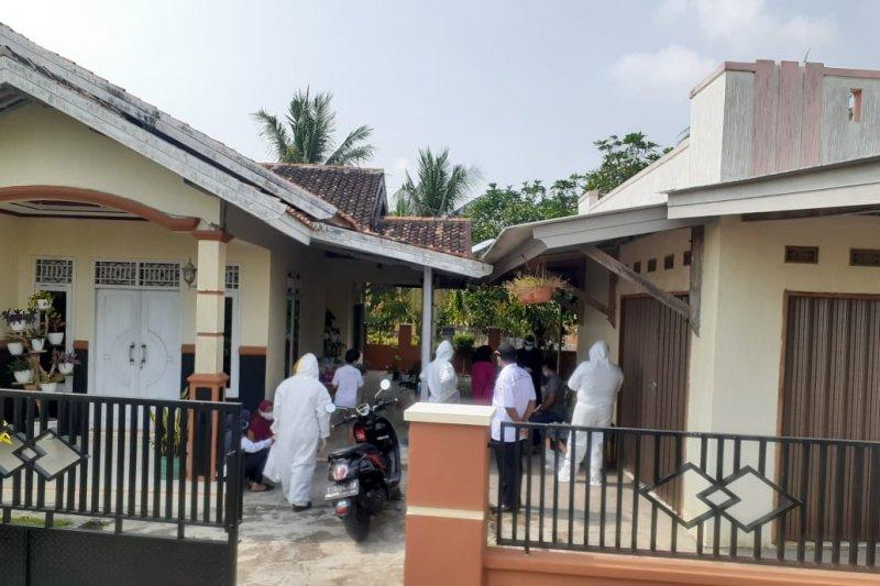Empat keluarga di Karawang positif COVID-19 setelah berwisata