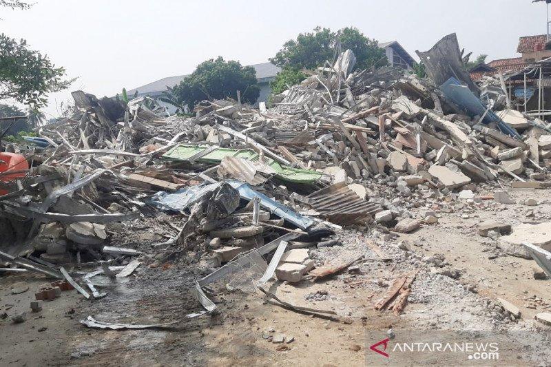 Satpol PP Bogor bongkar bangunan yang didirikan di fasilitas umum