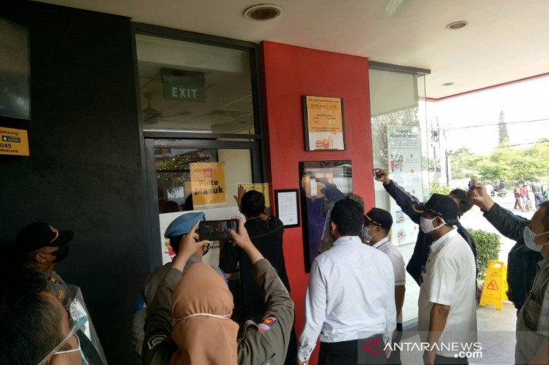 Alasan Satpol PP segel dua restoran McD di Bandung