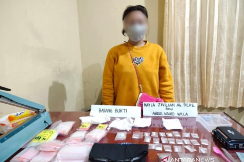 Polda Sultra tangkap wanita asal Kendari diduga edarkan sabu