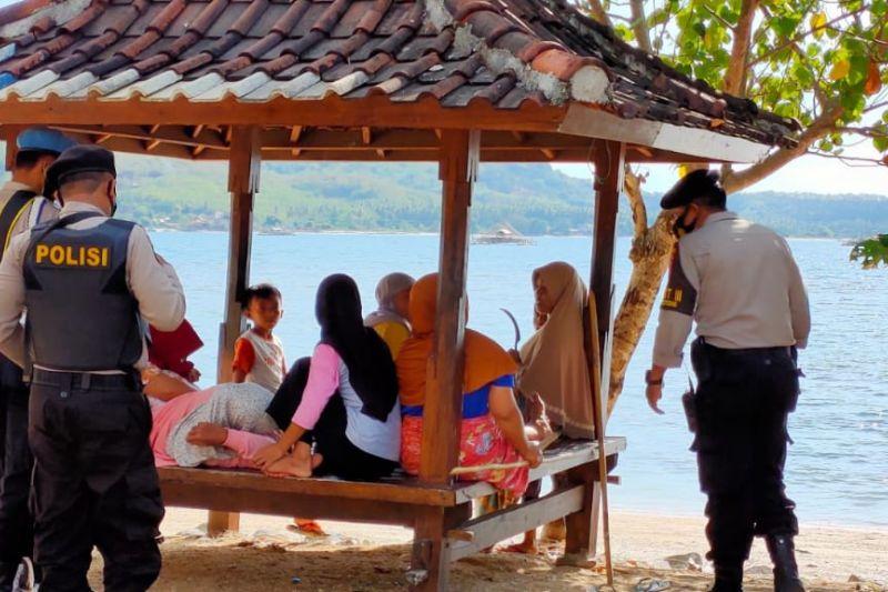 Patroli pengawasan prokes, Polsek Sekotong sasar tempat wisata