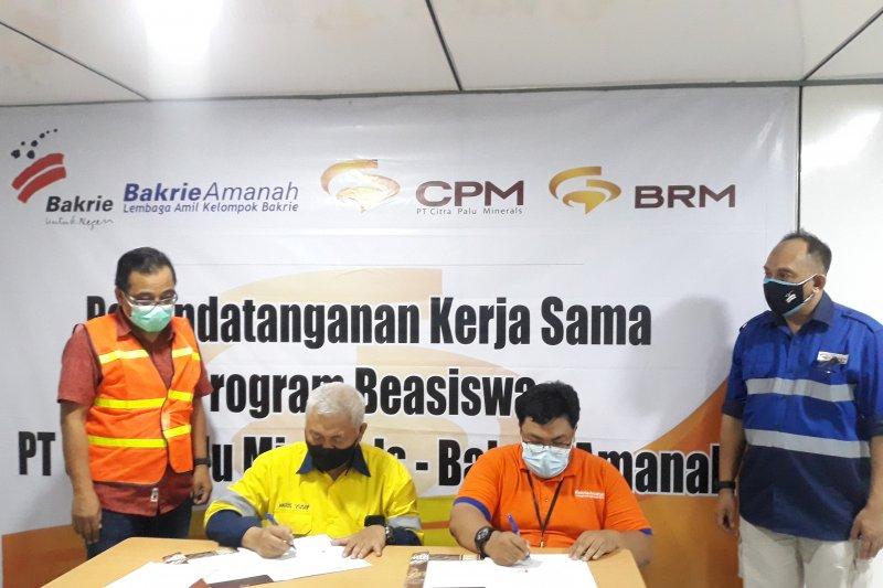 PT CPM-Bakrie Amanah  bantu biaya kuliah penyintas gempa Sulteng
