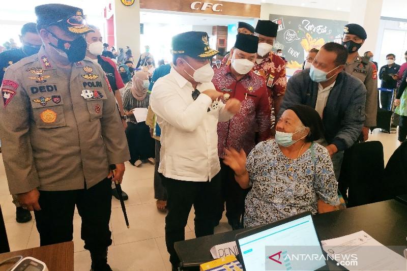 Gubernur janjikan hadiah untuk Kotim jika capai target vaksinasi lansia