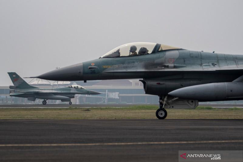 Sebanyak 10 pesawat tempur TNI AU mendarat di Lanud SMH Palembang