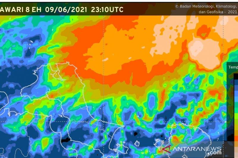 Warga Bangka Belitung waspada, hujan lebat dan kilat bakal melanda