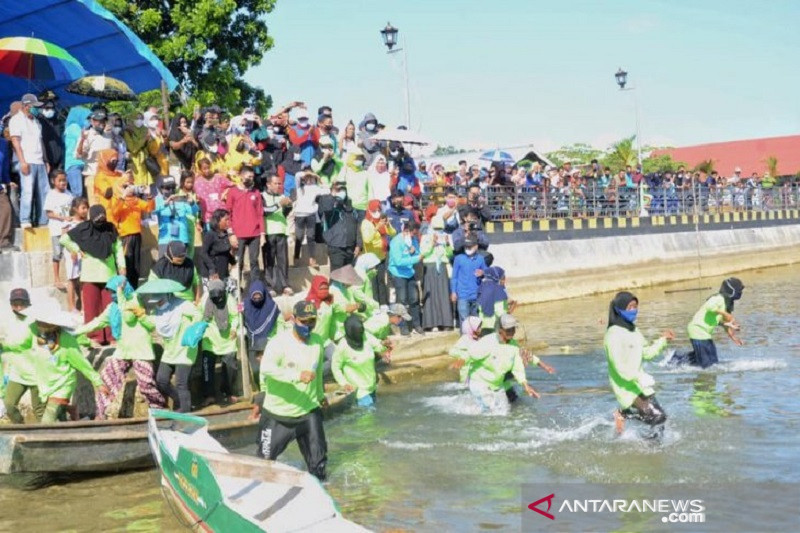 Peringati hari lingkingan, Pemkot Kendari gelar lomba pungut sampah di laut