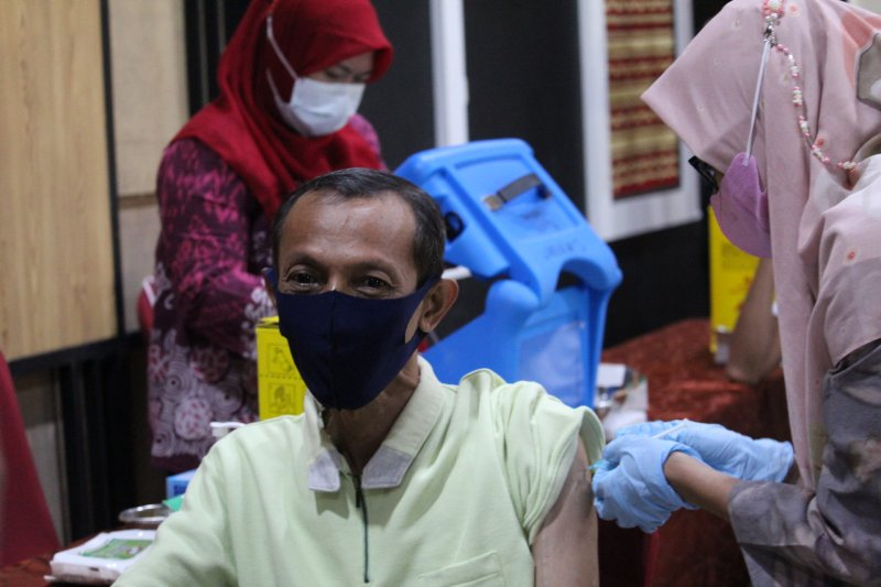 Dokter: Perlu edukasi masif untuk naikkan partisipasi lansia ikut vaksinasi