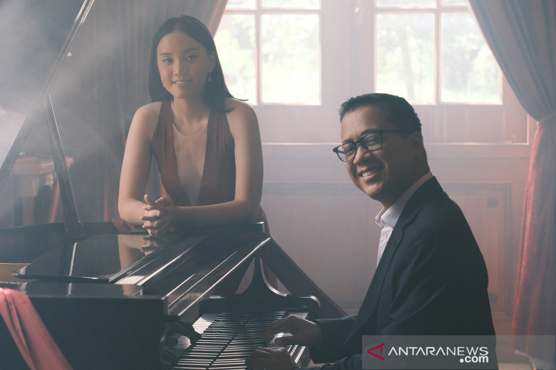 "Amanda Fedora feat Andi Rianto di ""Pursuit"""