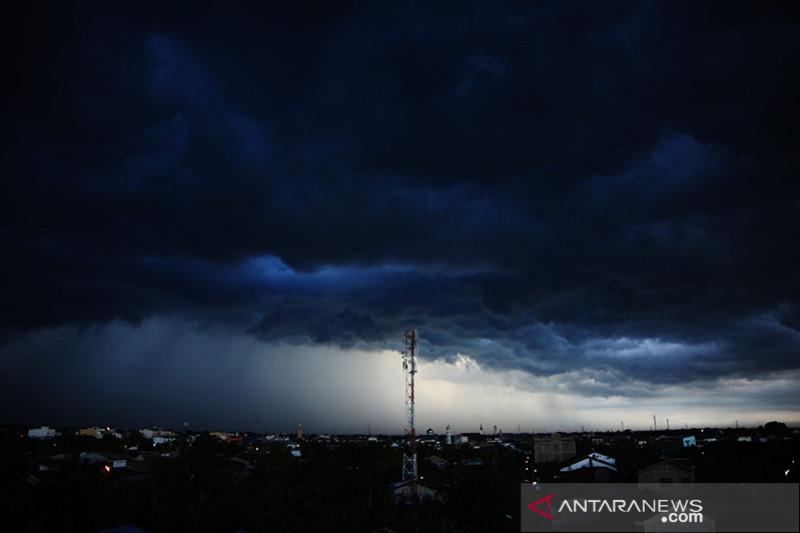 Potensi hujan lebat di beberapa bagian wilayah Indonesia, BMKG sampaikan peringatan dini banjir