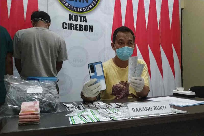 BNN Cirebon tangkap pria kembar pengedar obat-obat keras ilegal
