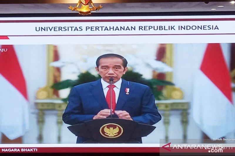 Presiden Jokowi beri selamat Megawati yang terima gelar profesor kehormatan