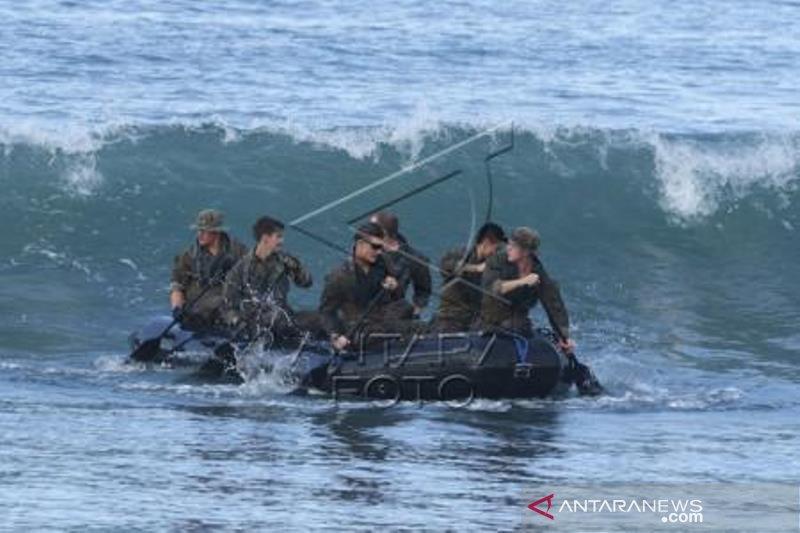 Marinir Indonesia-Amerika Latihan Tembus Gelombang