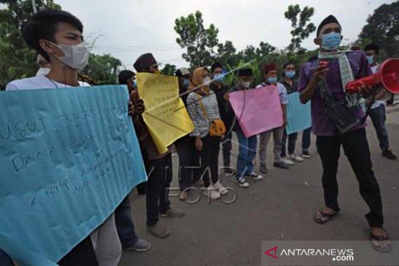 Santri Kecam Korupsi Dana Hibah Untuk Pondok Pesantren