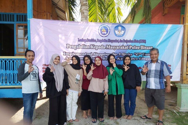 Tim FKIP UMRAH mengabdi di Benan, Cerdaskan Generasi Penerus Bangsa di Pulau Binaan