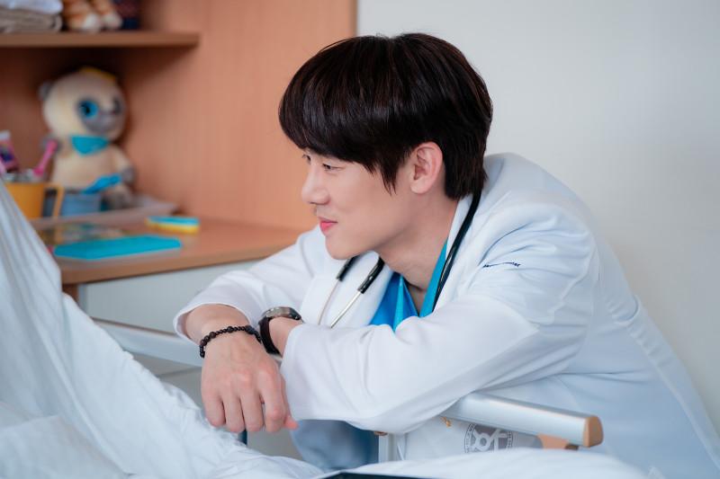 """Kesan Yoo Yeon-seok terlibat dengan  aktor cilik di """"Hospital Playlist"""""""