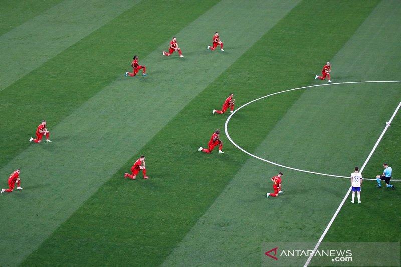 Belgia berlutut jelang lawan Rusia dapat cemoohan penonton