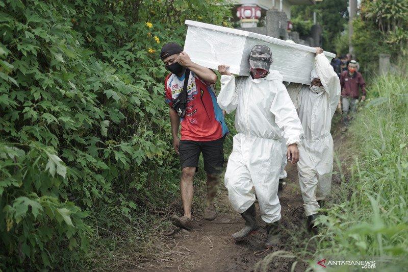 Jenazah dimakamkan di TPU COVID-19 Cikadut-Kota Bandung meningkat