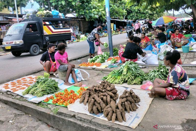 Mama Papua penjual komoditas lokal mengadu ke lembaga kultur Papua Barat