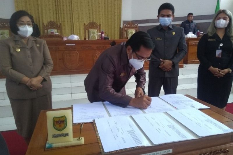 DPRD Gumas setujui empat raperda menjadi perda dengan beberapa catatan