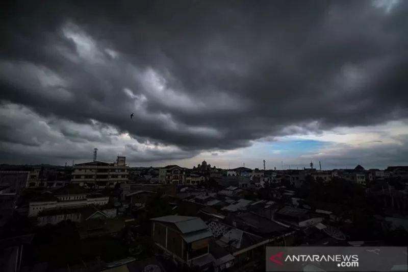 Waspada, Hujan lebat diprakirakan terjadi di beberapa wilayah Indonesia