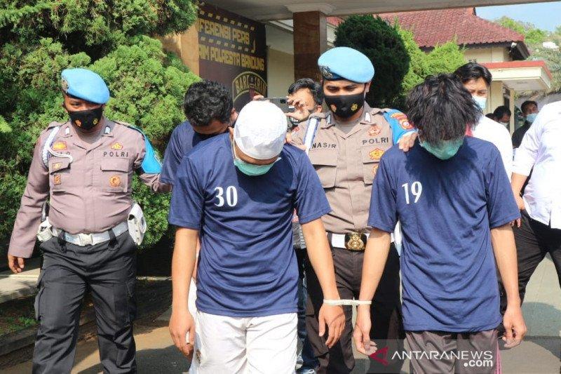 Tiga pemalsu dokumen SIM hingga BPKB ditangkap di Bandung