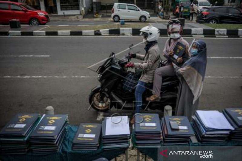Pembagian Rapor Tanpa Turun Kendaraan