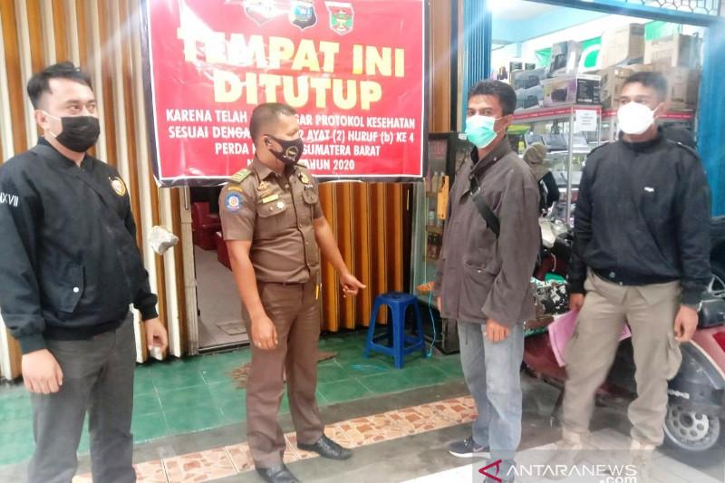 Langgar prokes, warnet dan tempat bermain playstation di Bukittinggi disegel