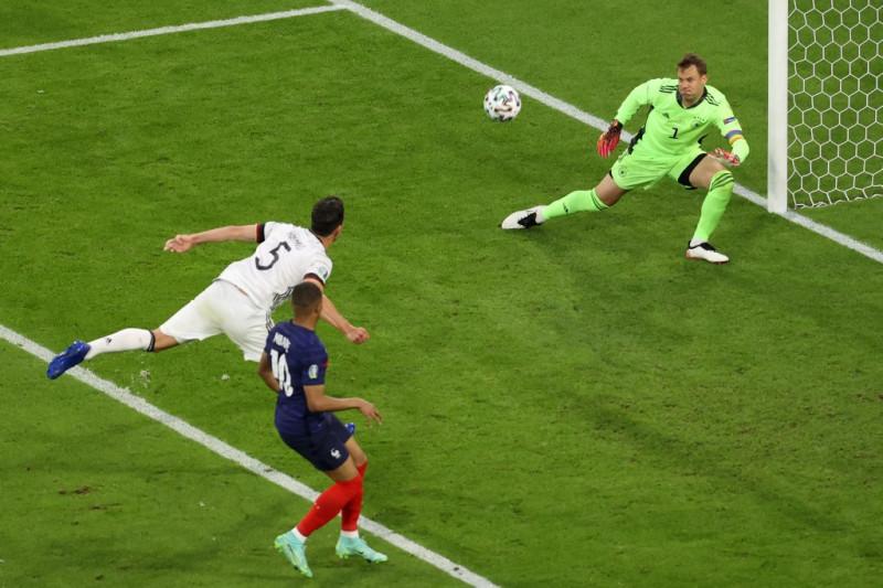 Prancis  ungguli  Jerman 1-0 berkat gol bunuh diri Hummels