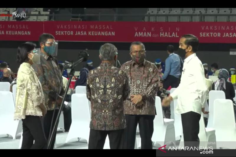 Presiden Jokowi harapkan herd immunity sektor jasa keuangan tercapai Agustus