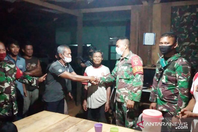 Satgas TNI Yonif 611 temukan kakek Kiman tersesat dalam hutan Merauke