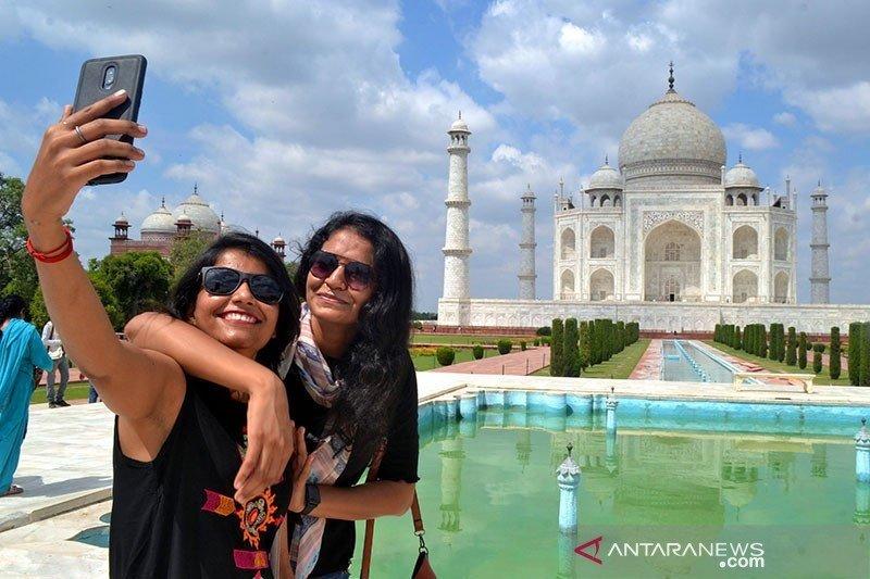 Taj Mahal India mulai dibuka kembali untuk turis saat pembatasan dicabut