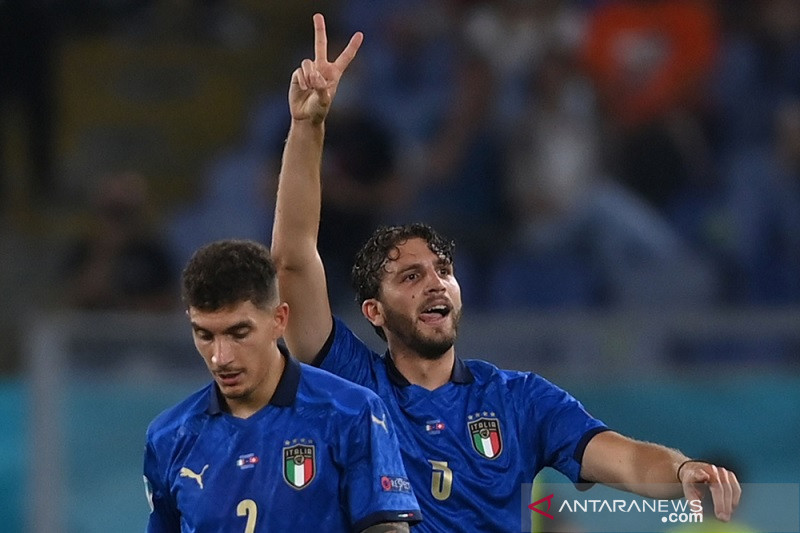 Manuel Locatelli antarkan Italia ke babak 16 besar