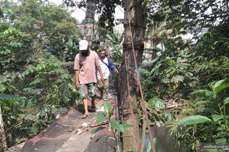 Warga berharap jembatan Srengseng Sawah - Depok diperbaiki