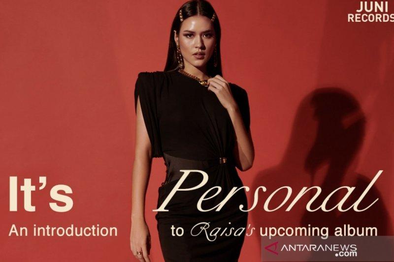 "Raisa tampil virtual bawakan lagu-lagu ""It's Personal"" di kanal Youtube malam ini"
